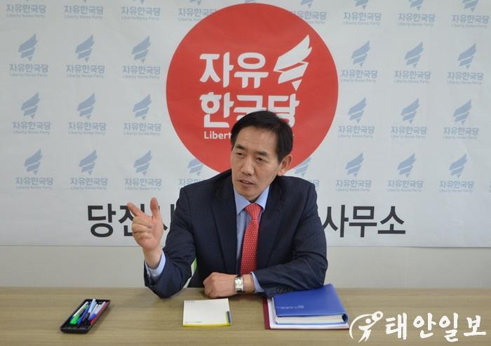 충지협 정용선당징당협 위원장 인터뷰.JPG